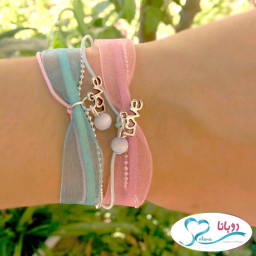 making-a-bracelet-of-ribbon-in-2-minutes