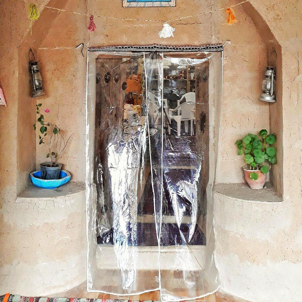 درب ورودی فروشگاه خانه احسان کاشمر