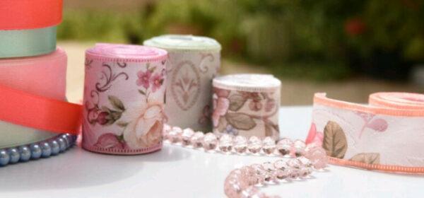 robana-making-jewelry-using-residue-of-ribbons