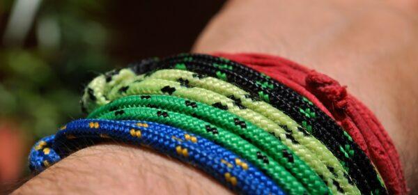 دستبند دست ساز-مجله باسلام
