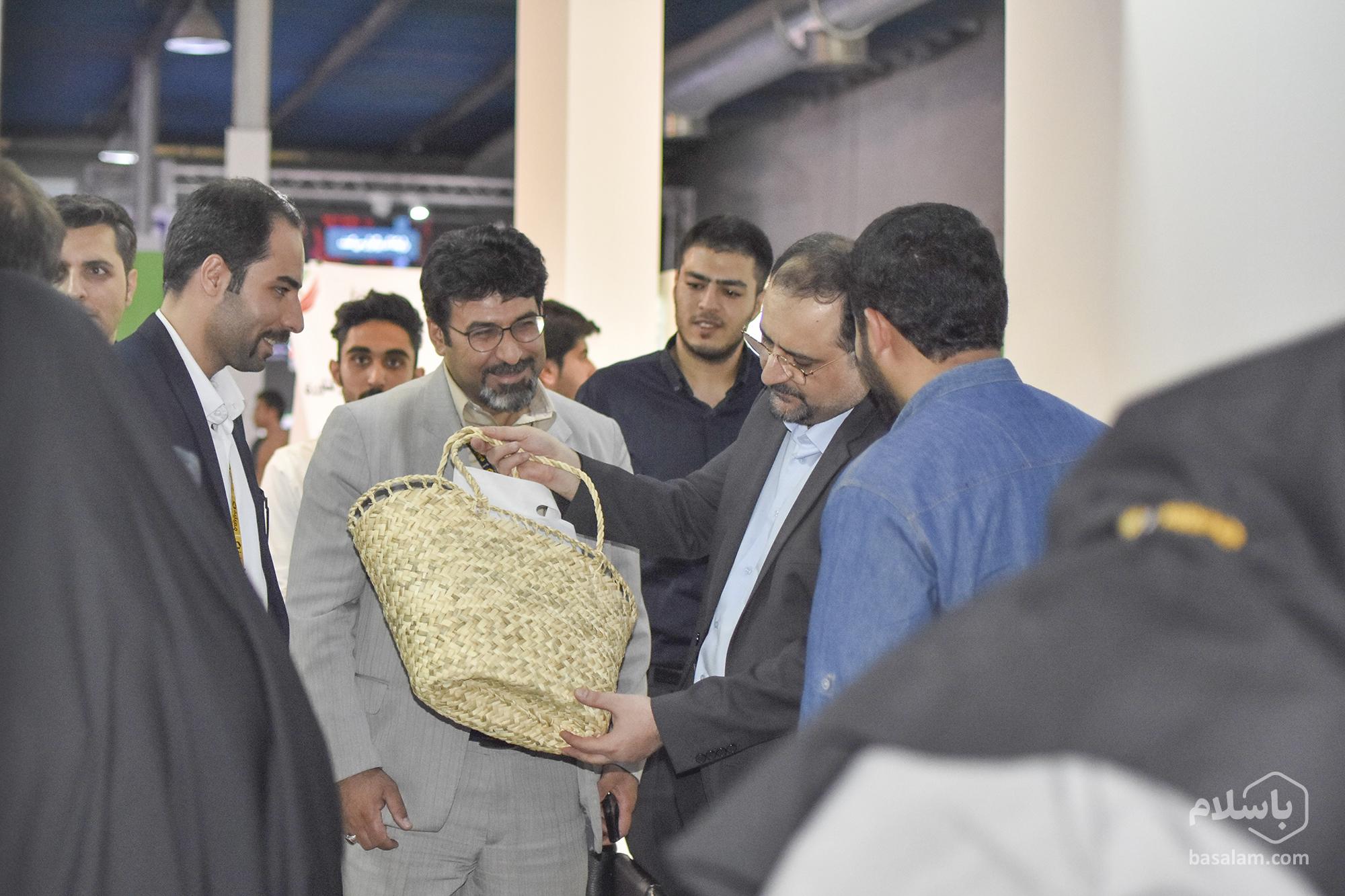 بازدید از غرفه باسلام در رویداد الکامپ