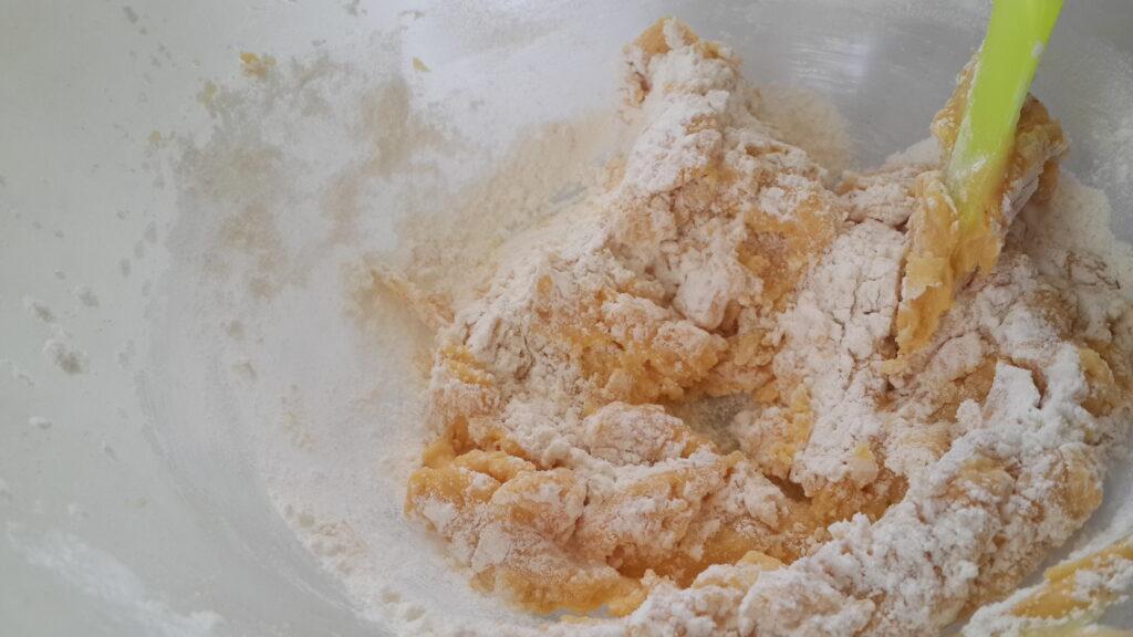 طرز تهیه کوکی زعفرانی خانگی- طرز تهیه شیرینی خانگی عید نوروز- مجله باسلام