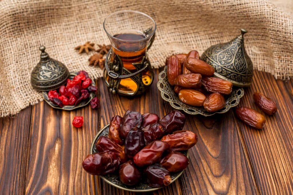خرید خرما برای افطار- کسب و کار در ماه رمضان-مجله باسلام
