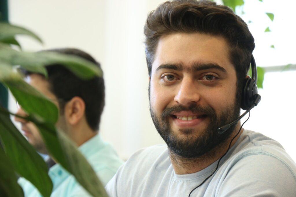 مسئول پشتیبانی باسلام- تیم پشتیبانی باسلام- مجله باسلام